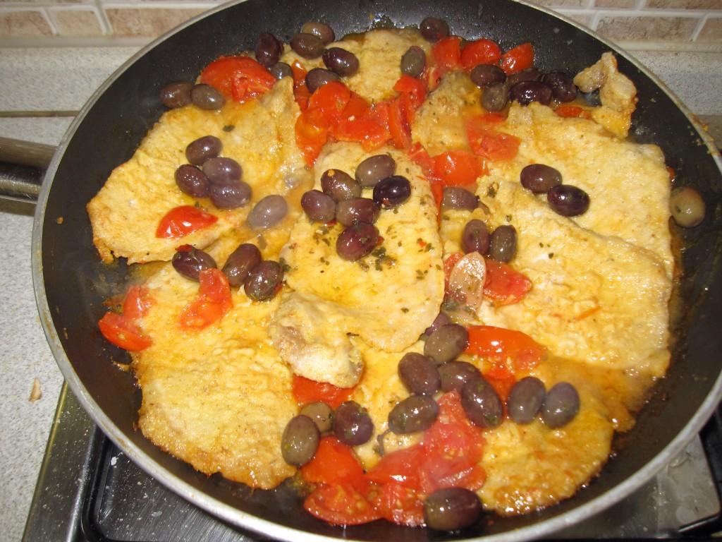 Arista di maiale con pomodori e olive