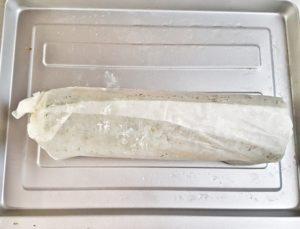Chiudetela, a caramella, con la carta da forno della teglia e lasciate rassodare in frigo per due ore prima di servire, tagliato a fette.