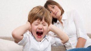 perché i bambini si comportano peggio con la mamma